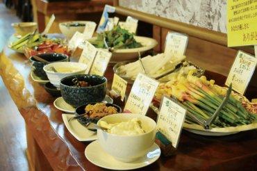 60~70種類の料理、素材が並んでいます。