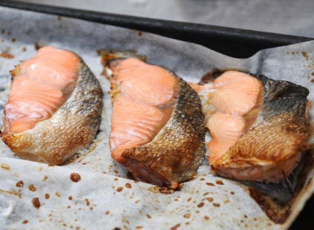 干物屋さんの焼魚 鮭