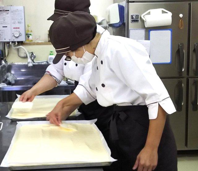 ケーキ作り風景