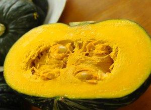 カットした江戸崎かぼちゃ