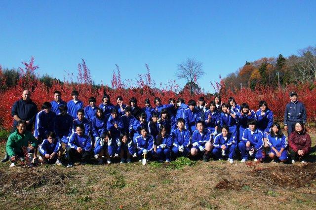 高校生株式会社「HIOKOホールディングス」の皆さんと小口さん。