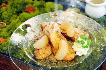 梨のコンポートのせフレンチトースト