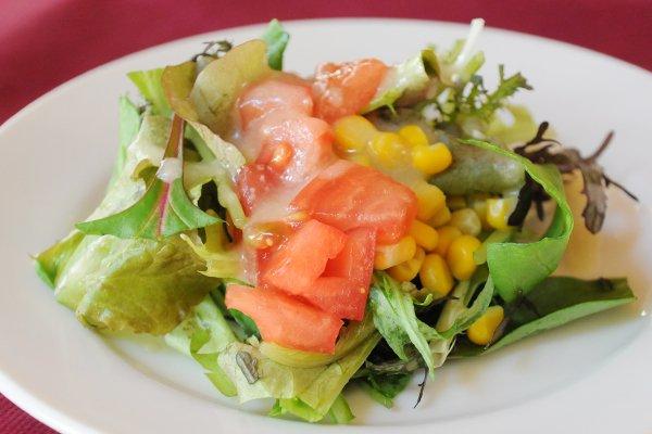 地元農家の野菜サラダ