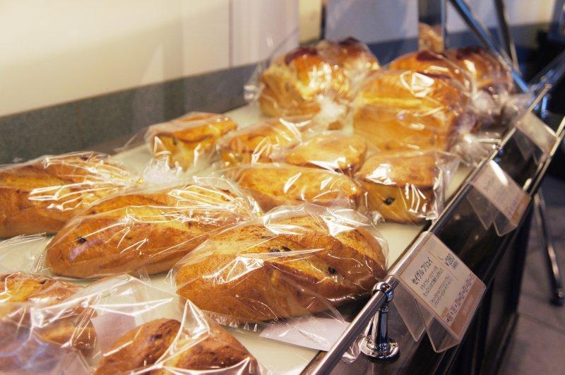 テイクアウトコーナーに並ぶパン