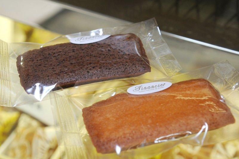 バターやアーモンドパウダーを使った焼き菓子「フリアン」。別名「フィナンシェ」とも呼ばれています。