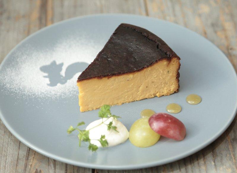 黒いバスクチーズケーキ