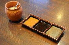3種の自家製ソースと特選塩